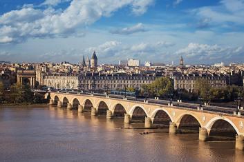 bordeaux-pont-pierre.1491740.w740