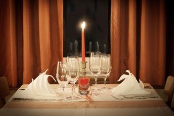 table-decoration-1449232_1280